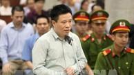 Bị cáo Hà Văn Thắm, nguyên Chủ tịch Hội đồng Quản trị Ngân hàng thương mại cổ phần Đại Dương (OceanBank) nói lời sau cùng trước khi tòa tuyên án. Ảnh: TTXVN