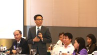 Phó Thủ tướng Vũ Đức Đam đánh giá cao ý kiến  của các chuyên gia đến từ Mỹ, Trung Quốc, Nhật Bản, Thái Lan đã chia sẻ những kinh nghiệm về bảo đảm chất lượng nhân lực y tế. Ảnh: VGP