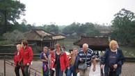 Khách du lịch nước ngoài tham quan lăng Vua Tự Đức (Thừa Thiên - Huế). Ảnh: TTXVN