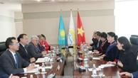 Chủ tịch Quốc hội gặp lãnh đạo đảng cầm quyền tại Kazakhstan