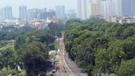 Dự kiến 30/11/2017 hoàn thành công tác di chuyển, chặt hạ 1.289 cây xanh trên tuyến đường Phạm Văn Đồng. Ảnh: TTXVN