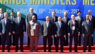 Thủ tướng Nguyễn Xuân Phúc cùng các Bộ trưởng Tài chính APEC. - Ảnh: VGP