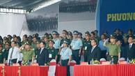 Thủ tướng Nguyễn Xuân Phúc và Phó Thủ tướng Phạm Bình Minh dự lễ xuất quân và diễn tập phương án bảo vệ Tuần lễ Cấp cao APEC 2017. Ảnh: VGP
