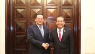 Phó Thủ tướng Thường trực Chính phủ Trương Hòa Bình và Phó Thủ tướng Lào Sonexay Siphandone. Ảnh: VGP