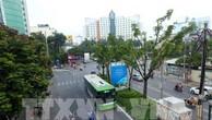 Phát triển giao thông công cộng như đường sắt đô thị, BRT và mở rộng mạng lưới xe buýt thành phố Hà Nội đang được đẩy mạnh. Ảnh: TTXVN