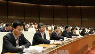 Các đại biểu Quốc hội biểu quyết thông qua Luật Quản lý nợ công (sửa đổi). Ảnh: TTXVN
