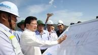 Phó Thủ tướng Trịnh Đình Dũng kiểm tra tại hiện trường. Ảnh: VGP