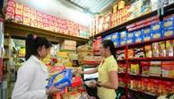 Cửa hàng tạp hóa truyền thống lui vào hẻm nhỏ tránh 'bão'