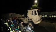 Xe tải chở các bộ phận của THAAD tới điểm triển khai ở Hàn Quốc. (Ảnh: Twitter)