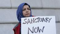 """Tổng thống Donald Trump đe dọa cắt viện trợ liên bang đối với """"các thành phố trú ẩn"""" bảo vệ di dân bất hợp pháp. Ảnh:AP"""