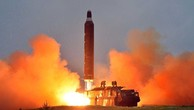 Một tên lửa Triều Tiên rời bệ phóng. Ảnh:KCNA