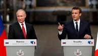 Tổng thống Nga Vladimir Putin (trái) và người đồng cấp Pháp Emmanuel Macron trong cuộc họp báo chung tại cung điện Versailles ngày 29/5. Ảnh:Reuters.