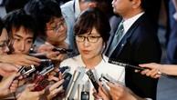 Bộ trưởng Quốc phòng Tomomi Inada trả lời câu hỏi của báo giới (Ảnh: Reuters)