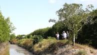 Gói thầu số 21: Thi công xây dựng công trình thuộc Dự án Xây dựng đường ô tô đến trung tâm xã Khánh An, huyện U Minh, tỉnh Cà Mau. Ảnh: Thùy Anh