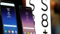 Hai điện thoại Galaxy S8 và S8+ của Samsung được trưng bày tại Seoul. Ảnh:Reuters
