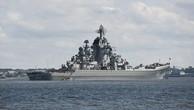 Tàu tuần dương Pyotr Velikiy tại cảng Kronstadt. (Ảnh: Sputnik)