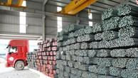 Trong vòng 24 ngày đầu tháng 7, lượng thép bán ra của 5 doanh nghiệp lớn ước đạt 750.000 tấn, vượt mức tiêu thụ của cả tháng 6/2017. Ảnh: Tường Lâm