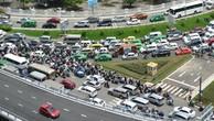 Nhiều đường quanh sân bay Tân Sơn Nhất lại kẹt xe từ sáng đến trưa