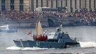 Tàu chiến, máy bay Nga duyệt binh trong Ngày Hải quân