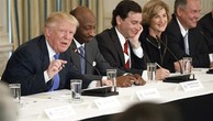 Tổng thống Mỹ Donald Trump trong một cuộc họp với hội đồng cố vấn gồm các CEO. Ảnh:AP.