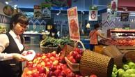 Táo nhập khẩu từ Nam Phi nhưng có giá dưới 50.000 đồng một kg tại siêu thị.Ảnh: HT
