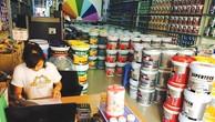 Các hãng sơn cố gắng giành thị phần bằng giá cạnh tranh và chiết khấu thương mại lớn. Ảnh: Mai Quân st