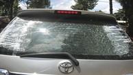 Công an tỉnh Bình Phước đang điều tra vụ xe ô tô của nhà thầu đi mua HSMT nghi bị bắn vỡ kính. Ảnh: Nhà thầu cung cấp
