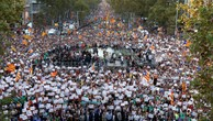 Đám đông biểu tình tại Barcelona. Ảnh:Reuters.