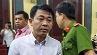 Nguyễn Minh Hùng bị tòa ra lệnh bắt tạm giam ngay khi khai mạc phiên xử chiều nay. Ảnh:Thành Nguyễn.