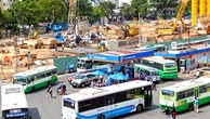Mỗi năm TP HCM chi hơn 1.000 tỷ đồng ngân sách để trợ giá cho xe buýt. Ảnh: Hữu Nguyên.