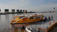 Tàu vận tải hành khách đường sông tại bến Bạch Đằng. (Ảnh: An Hiếu/TTXVN)