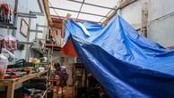 Nhà dân ở quận Thủ Đức bị tốc mái trong cơn mưa giông đêm 18/11. Ảnh:Thành Nguyễn.