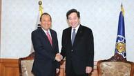 Phó Thủ tướng Thường trực Chính phủ Trương Hòa Bình hội kiến Thủ tướng Hàn Quốc Lee Nak-yon. Ảnh: Lê Sơn