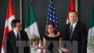 Ngoại trưởng Australia Chrystia Freeland, Ngoại trưởng Mexico Ildefonso Guajardo Villarreal và Đại diện thương mại Mỹ Robert Lighthizer tại vòng đàm phán ở Ottawa (Canada) ngày 27/9. (Nguồn: AP/TTXVN)