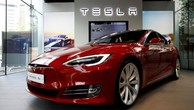 """Tesla """"đốt"""" gần nửa triệu USD mỗi giờ vì sản xuất xe điện"""