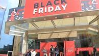 Dân công sở 'đội' rét săn hàng hiệu giảm giá dịp Black Friday