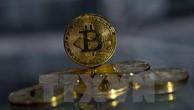 Đồng tiền ảo Bitcoin mạ vàng tại London của Anh. (Ảnh: AFP/TTXVN)