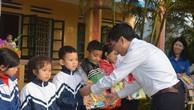 Tiếp sức đến trường cho học trò nghèo xã Tân Nguyên