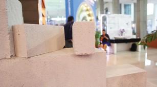 Việc bắt buộc sử dụng vật liệu xây dựng thân thiện như gạch không nung đã được quy định cụ thể trong Luật. Ảnh: Tường Lâm
