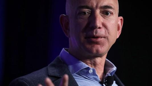 Cuộc sống thường ngày của người giàu có nhất hành tinh Jeff Bezos