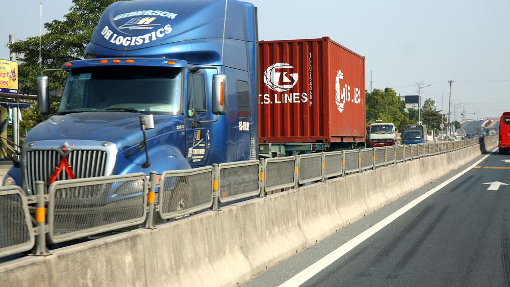 Thời gian qua, thông qua hình thức PPP, chất lượng kết cấu hạ tầng logistics đã phần nào được cải thiện. Ảnh: Lê Tiên