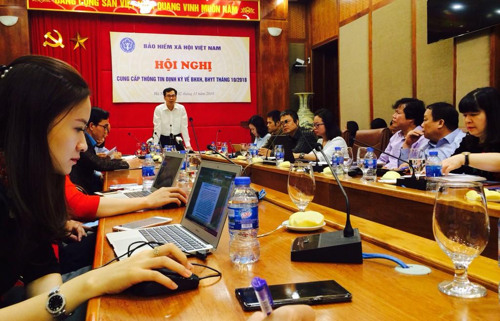 Hội nghị Cung cấp thông tin định kỳ về BHXH, BHYT, BHTN tháng 10/2018, do ông Đào Việt Ánh - Phó Tổng giám đốc BHXH Việt Nam chủ trì. Ảnh: Trần Nam