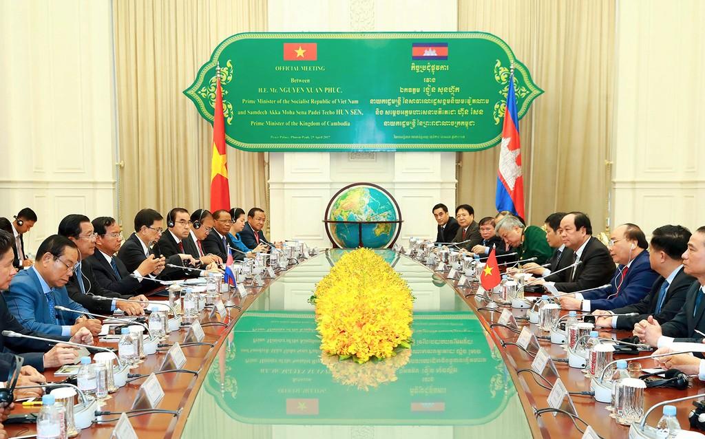Thủ tướng Nguyễn Xuân Phúc hội đàm với Thủ tướng Campuchia - ảnh 2