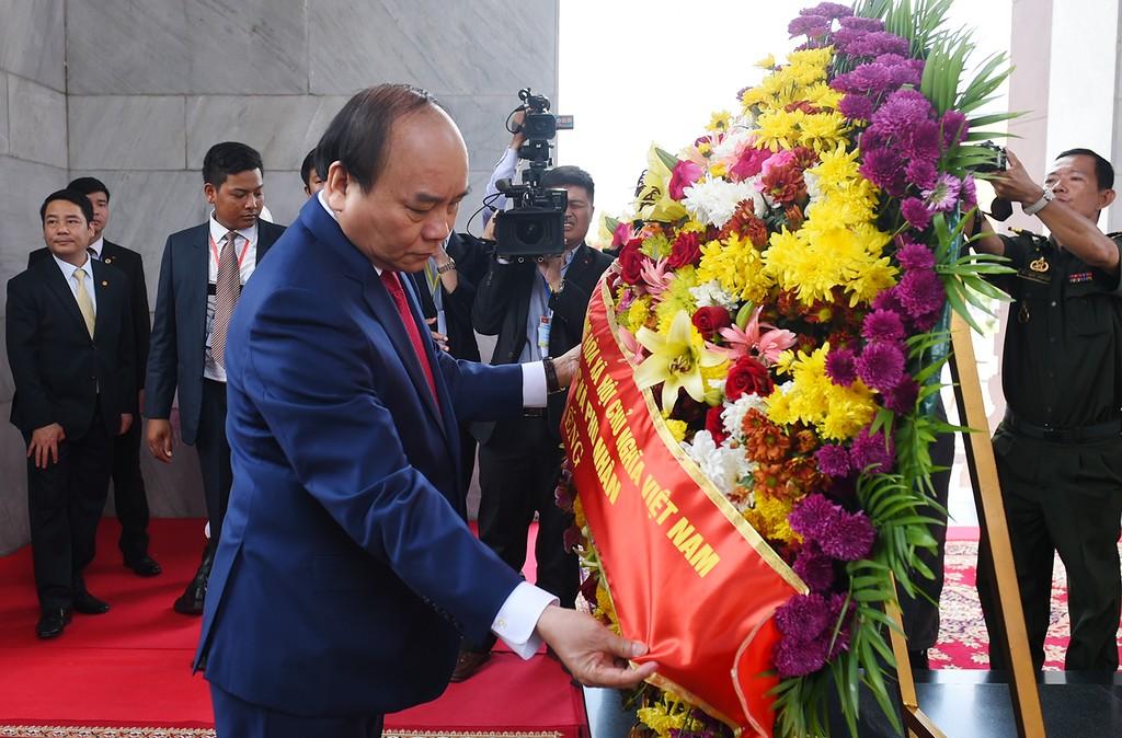 Thủ tướng Nguyễn Xuân Phúc hội đàm với Thủ tướng Campuchia - ảnh 4