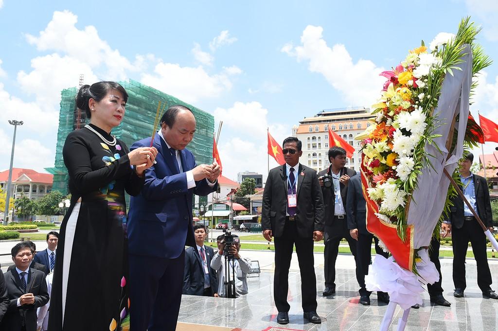 Thủ tướng Nguyễn Xuân Phúc hội đàm với Thủ tướng Campuchia - ảnh 5