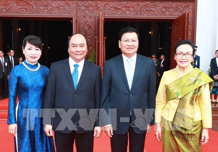 Lễ đón trọng thể Thủ tướng Nguyễn Xuân Phúc tại thủ đô Viêng Chăn, CHDCND Lào - ảnh 1