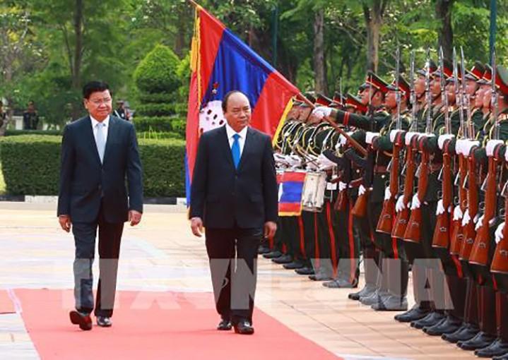 Lễ đón trọng thể Thủ tướng Nguyễn Xuân Phúc tại thủ đô Viêng Chăn, CHDCND Lào - ảnh 2