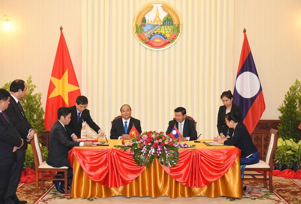 Thủ tướng Nguyễn Xuân Phúc hội đàm với Thủ tướng Lào - ảnh 3