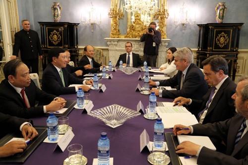 Phó Thủ tướng Phạm Bình Minh hội kiến Nhà vua, hội đàm với Ngoại trưởng Tây Ban Nha - ảnh 2