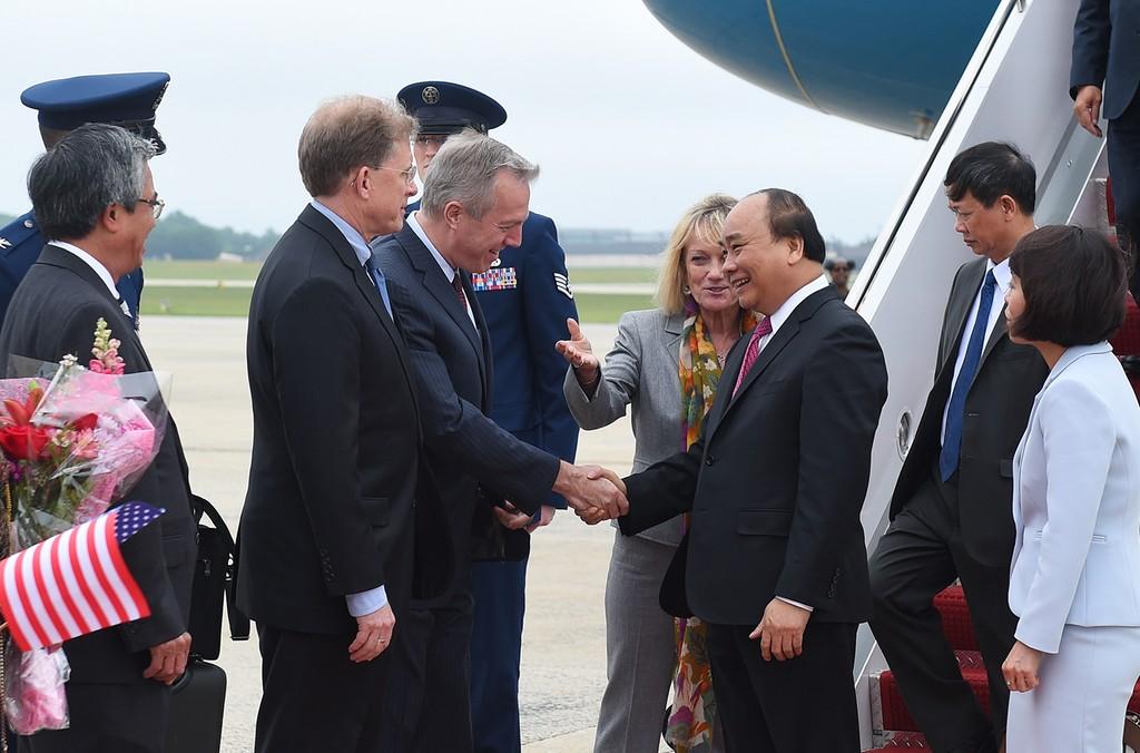 Chiều 30/5, theo giờ địa phương, Thủ tướng Nguyễn Xuân Phúc và đoàn đại biểu cấp cao Việt Nam đến sân bay quân sự St. Andrews, Washington, Hoa Kỳ. Ảnh: VGP
